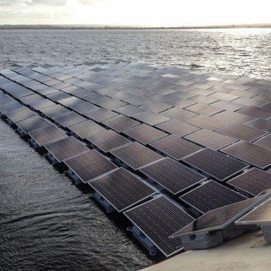 Lontoossa rakennetaan Euroopan suurinta kelluvaa aurinkovoimalaa