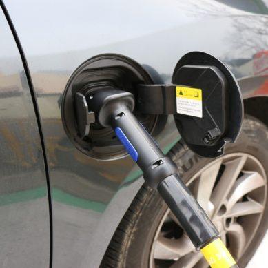 100 miljoonaa euroa valtion tukea harkinnassa sähkö- ja biokaasuautoille
