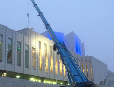 Finlandia-talon aurinkopaneelien asennus alkoi