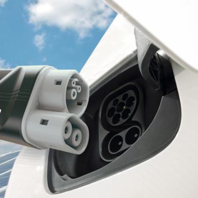 Energiayhtiöt ja autotehtaat rakentamaan yhdessä pikalatausverkkoa