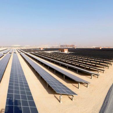 Maailman suurimmalle öljyntuottajalle maailman halvinta sähköä auringosta ja tuulesta