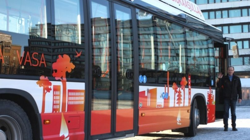 Vaasa tekee historiaa: 12 tuliterää biokaasubussia liikenteeseen