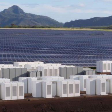 Teslan energiavarasto Hawaijilla myy aurinkosähköä yöllä