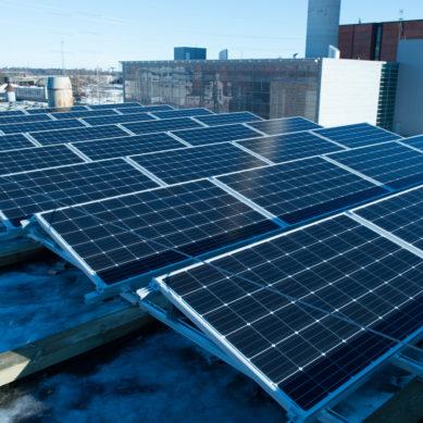 Energiayhtiöt investoivat aurinkosähköön