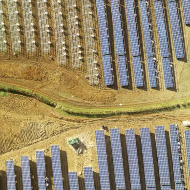 Aurinko houkuttelee sijoittajia enemmän kuin hiili, kaasu ja ydinvoima yhteensä