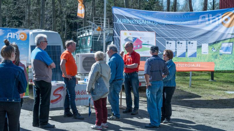 Kesä saa asiakkaat innostumaan aurinkosähköstä