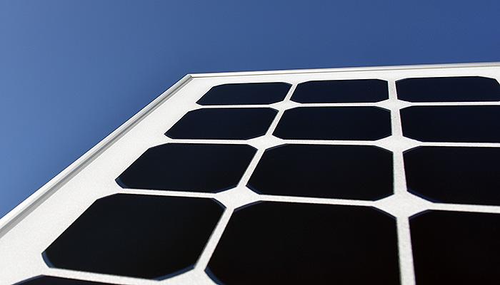 Musta pii kiinnostaa aurinkopaneeleissa