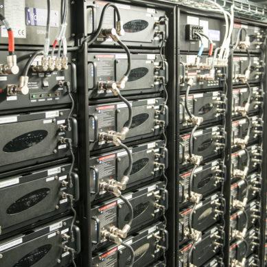 Teollisen mittakaavan akustot tasapainottavat sähköverkkoa