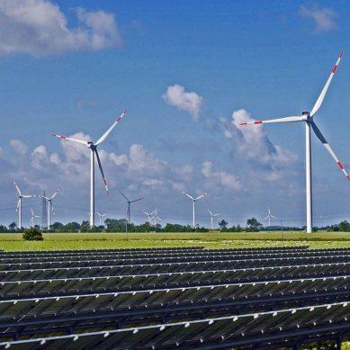 Syöttötariffituet laskivat viime vuonna 8,5 prosenttia – lähes puolet kotimaan sähköstä tuotettiin uusiutuvilla
